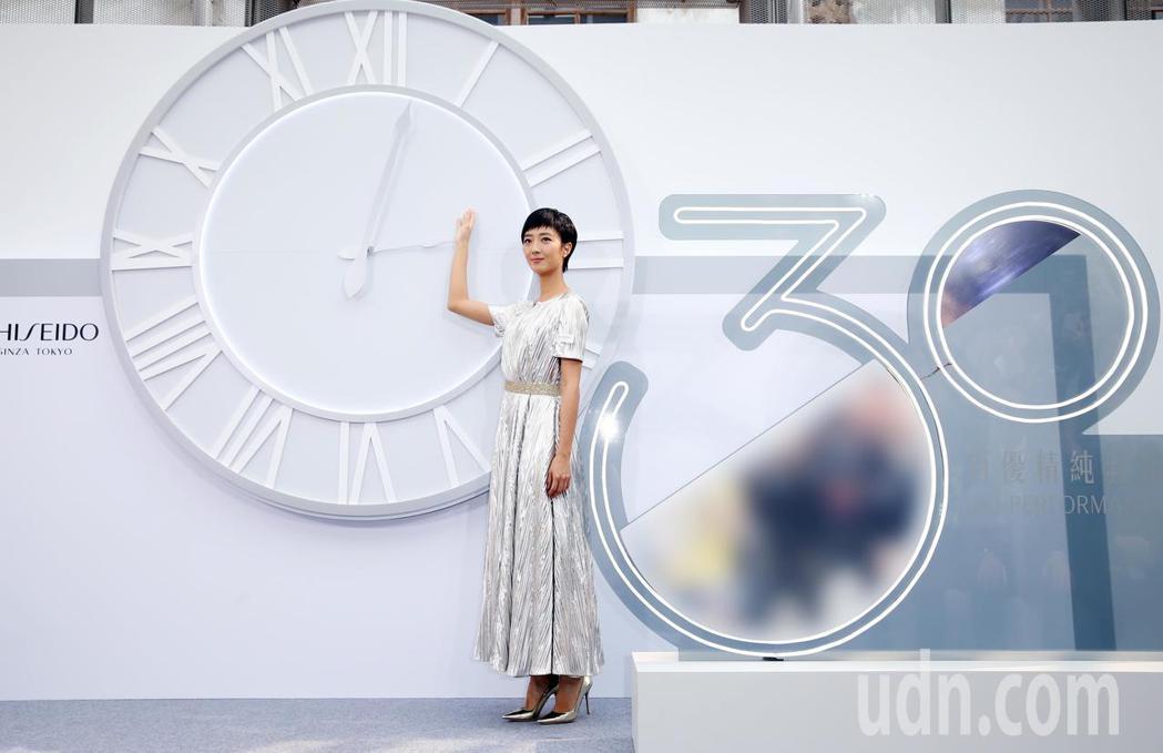桂綸鎂為化妝品公司拍攝微電影擔綱女主角,並在今天下午的30周年產品發表記者會上,...