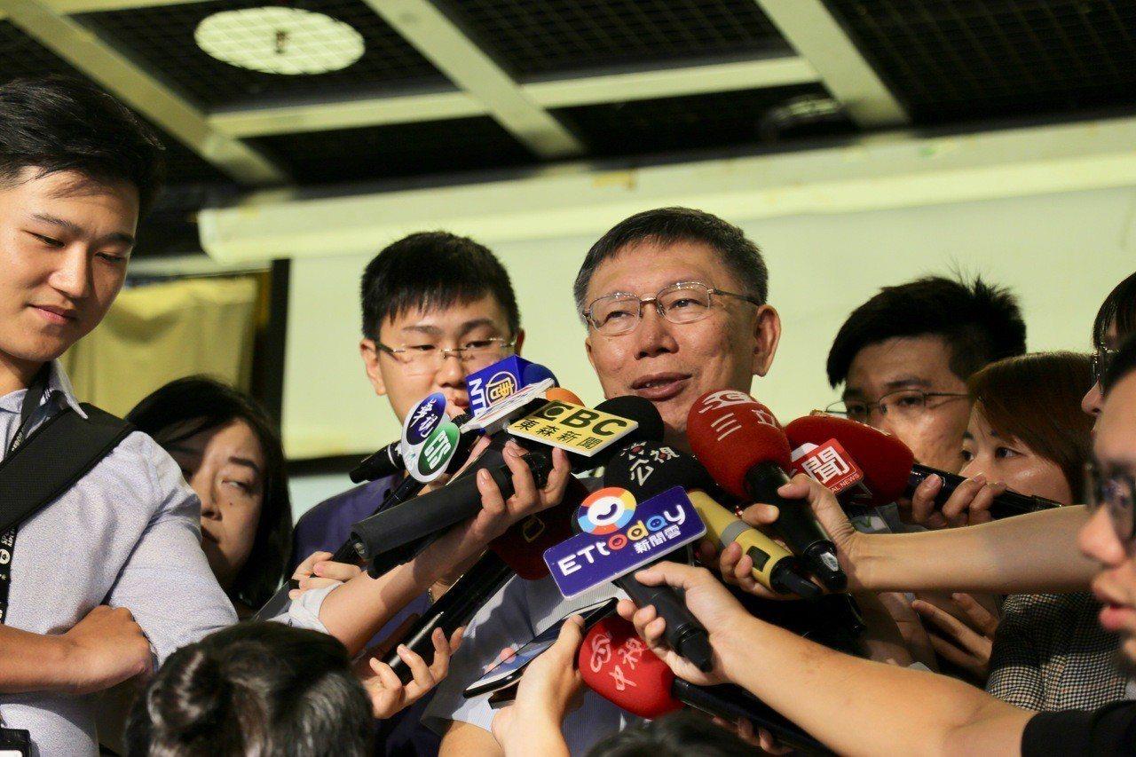 台北市長柯文哲下午出席國際失智症日記者會後接受媒體聯訪。記者魏莨伊/攝影