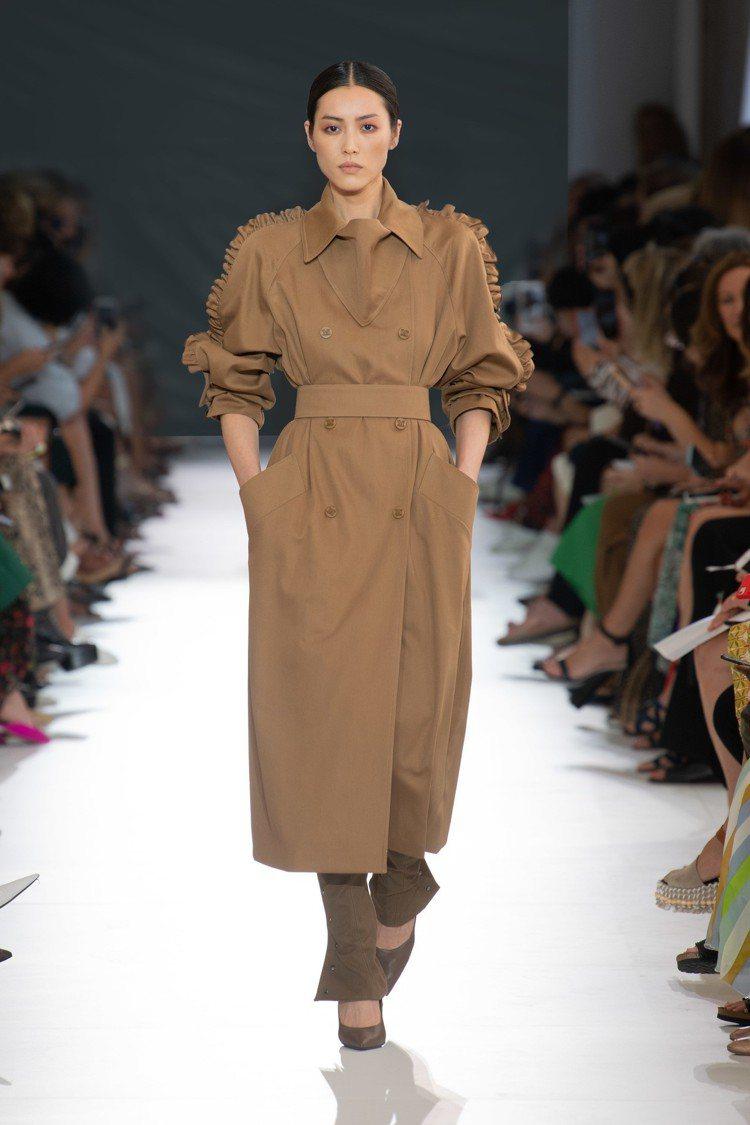 MAX MARA本季設計揮灑女性主義,肩線輪廓明顯。圖/MAX MARA提供