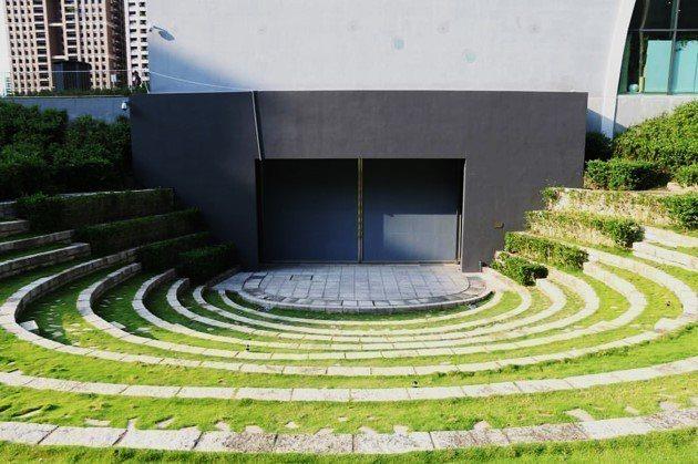 台中歌劇院為「齊格飛」歌劇觀眾貼心規畫戶外用餐空間。圖/台中歌劇院提供