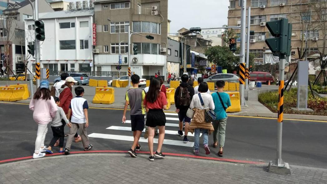 台南市正興街東側從海安路到國華街,周六、日及國定假日下午實施行人徒步區。 圖/台...