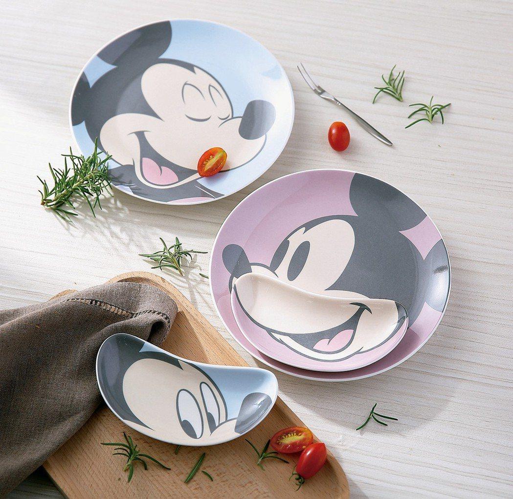 可層疊使用增加用餐樂趣的米妮系列餐盤二入組。 HOLA/提供