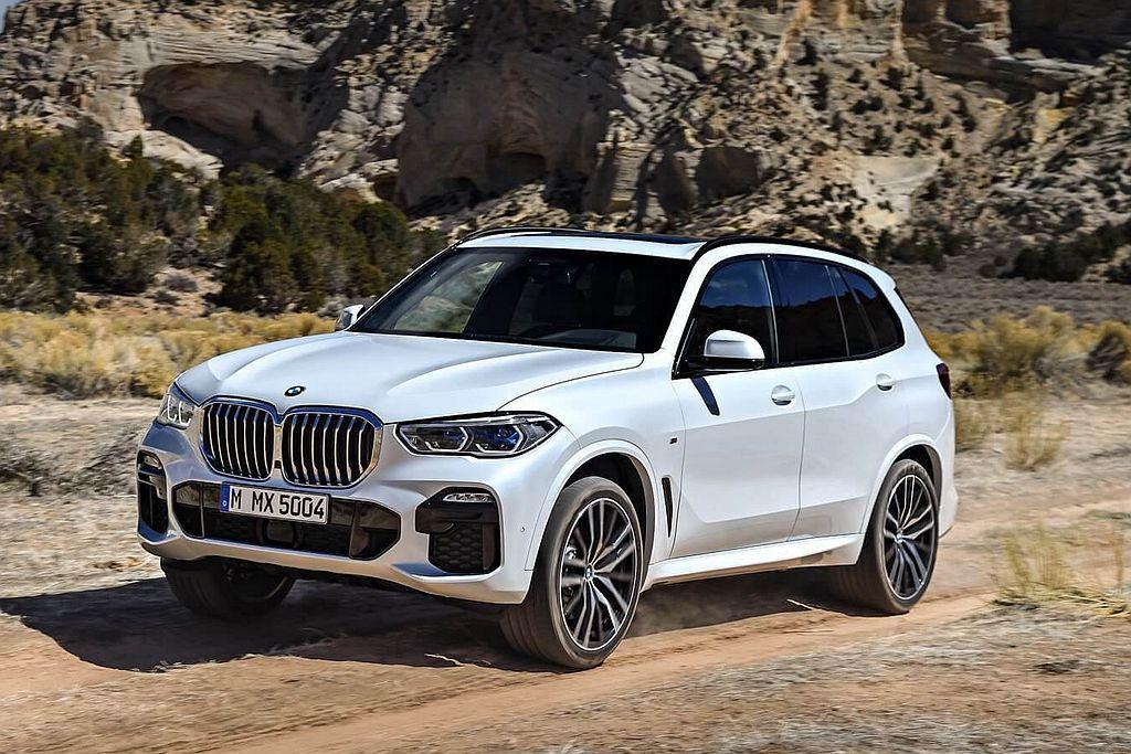 全新第四代BMW X5搭載嶄新底盤平台後,車艙空間更為充裕外並維持第三排座椅可選...