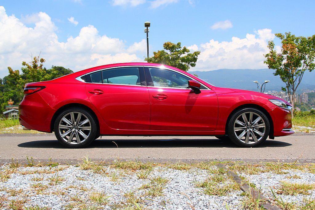 Mazda6兩側葉子板豐滿的肌肉線條,已是此車的專屬特徵。 記者張振群/攝影