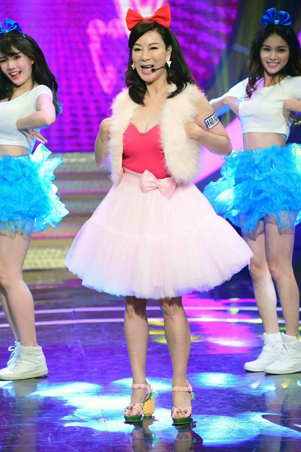 楊繡惠勁歌熱舞。圖/華視提供