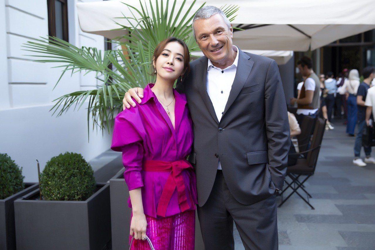 蔡依林與寶格麗全球總裁Jean-Christophe Babin先生(右)於發表...