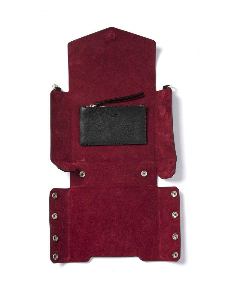 黑色牛皮Atlas編織提帶磁釦肩背包攤開後的內側。圖/rag & bone提供
