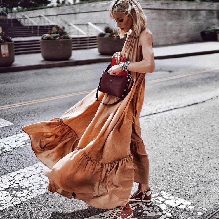 美國時尚部落客Mary Seng詮釋了Atlas Bag浪漫的一面。圖/取自IG