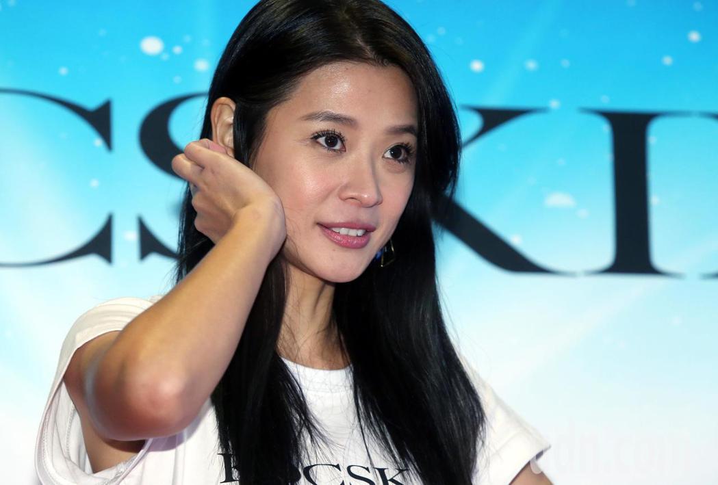 李燕今天為自創保養品牌KOCSKIN出席粉絲會造勢。記者林俊良/攝影