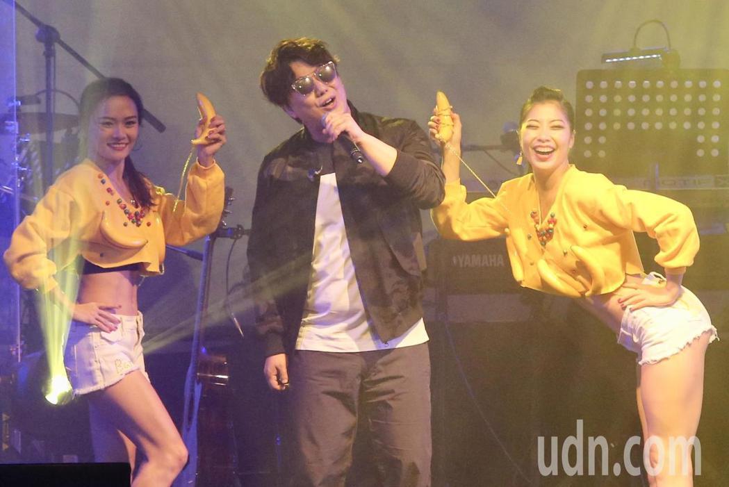 蕭煌奇晚上在華山legacy舉行「有你陪伴」慶生公益演唱會。記者林伯東/攝影