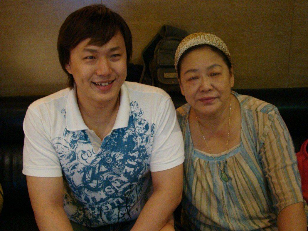 蕭煌奇和媽媽合照。圖/摘自臉書