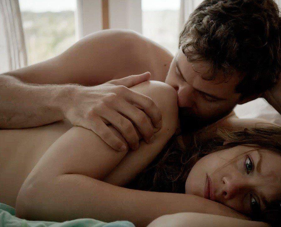露絲威爾森在「婚外情事」有不少床戲,抱怨女星的犧牲總比男星多。圖/摘自holly...