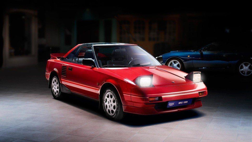 1984-1989第一代 Toyota MR2,中置引擎小跑車。 摘自Toyot...