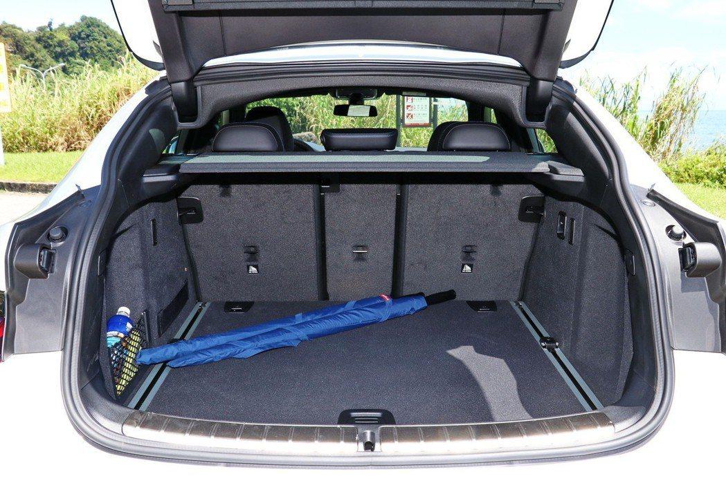 在一般狀態下,X4提供525公升的容量。 記者陳威任/攝影