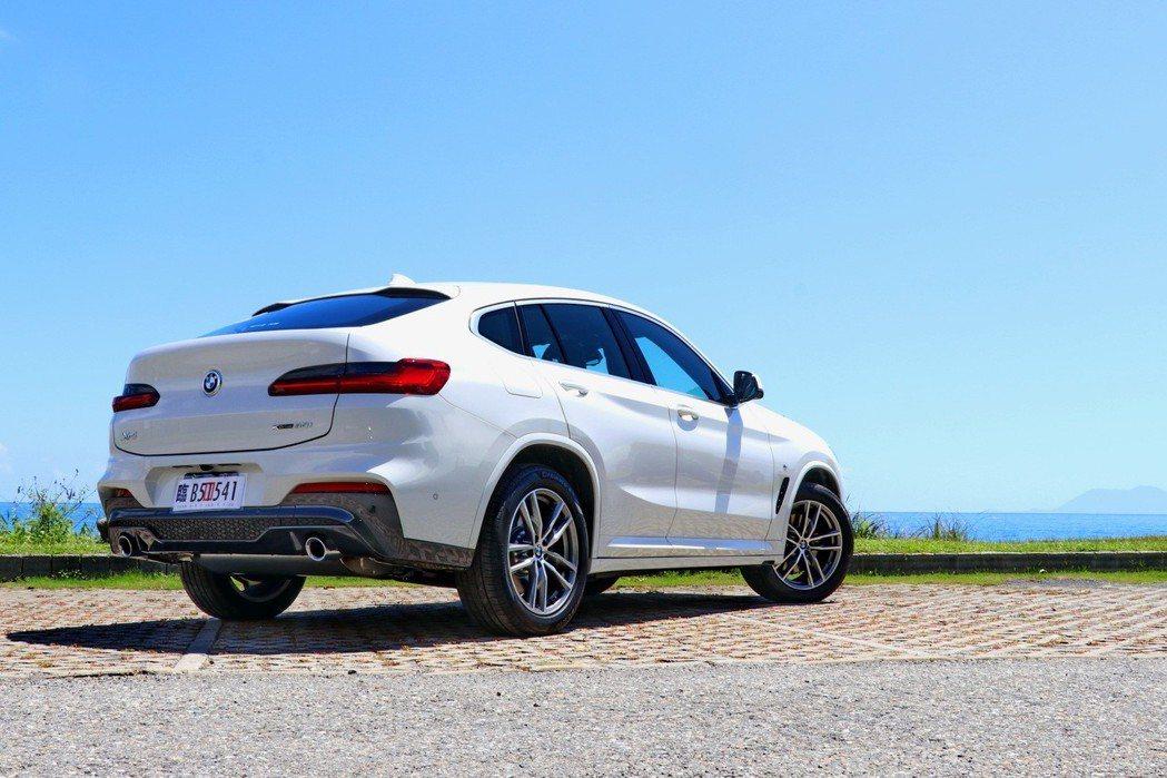 BMW X4這次改款差異最大的部分就是車尾輪廓。 記者陳威任/攝影