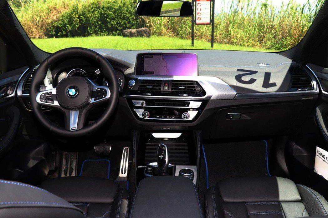 BMW X4改款後,與X3有大量的重複之處,內裝鋪陳較過去有明顯進步。 記者陳威...