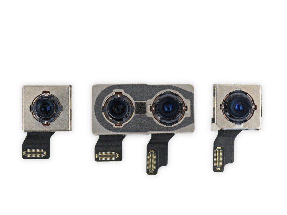 主相機模組比iPhone X稍大,同時配置位置略有差異,導致iPhone XS幾...