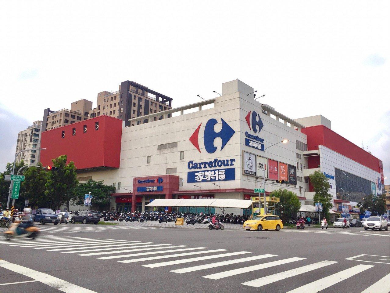 高雄大型量販店帶動房市發展。記者謝梅芬/翻攝