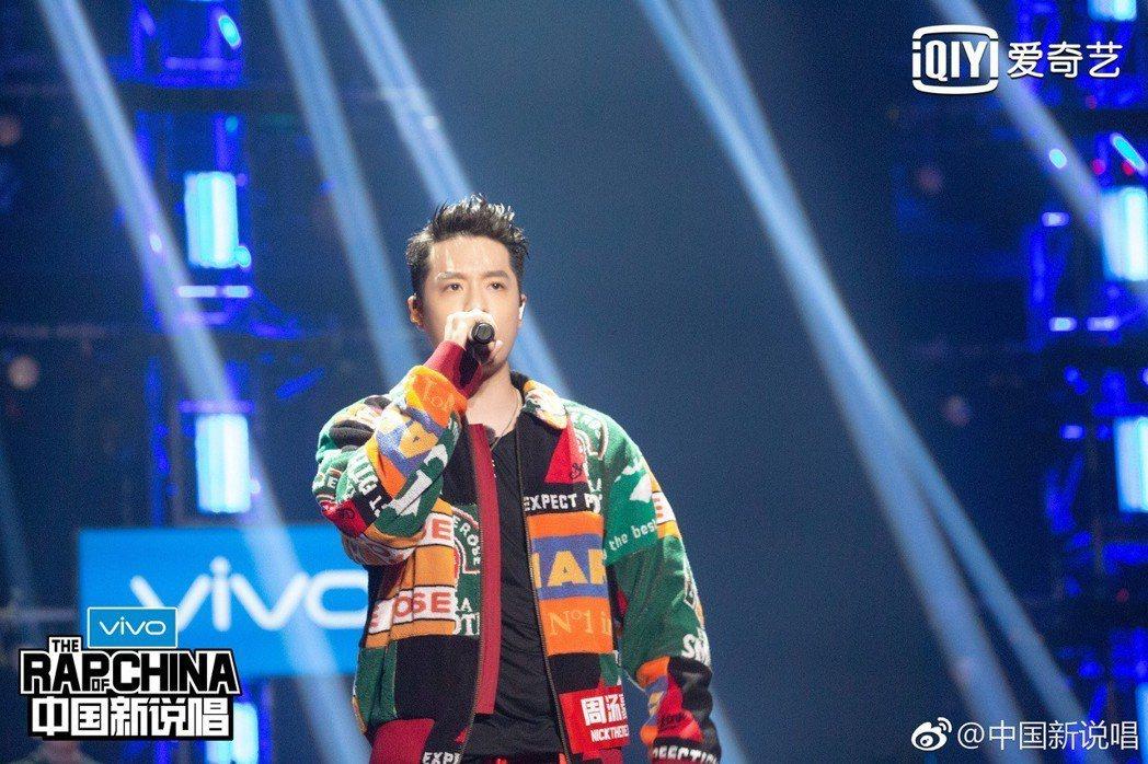 周湯豪卸下明星光環參賽「中國新說唱」。圖/摘自微博