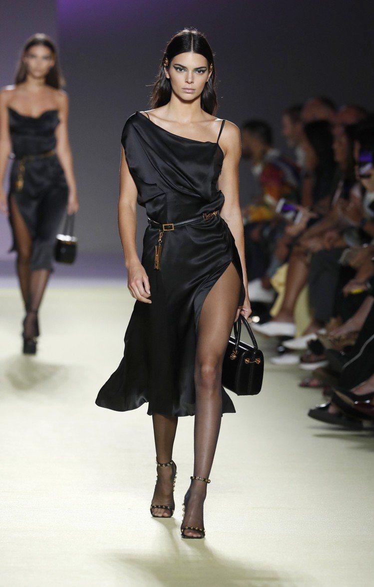 層次感和布料垂墜設計成為Versace本季不可或缺的元素。圖/美聯社