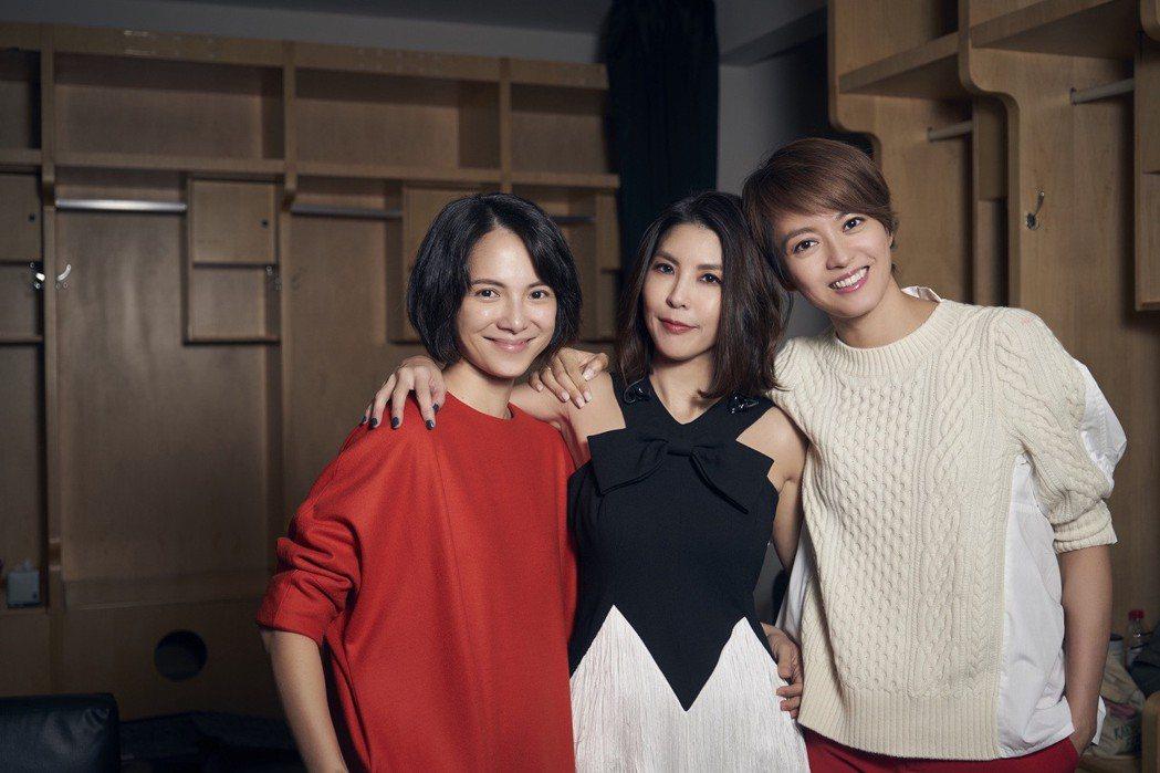 許茹芸(中)開唱,李心潔(左)、梁詠琪化身一日歌迷。圖/索尼提供