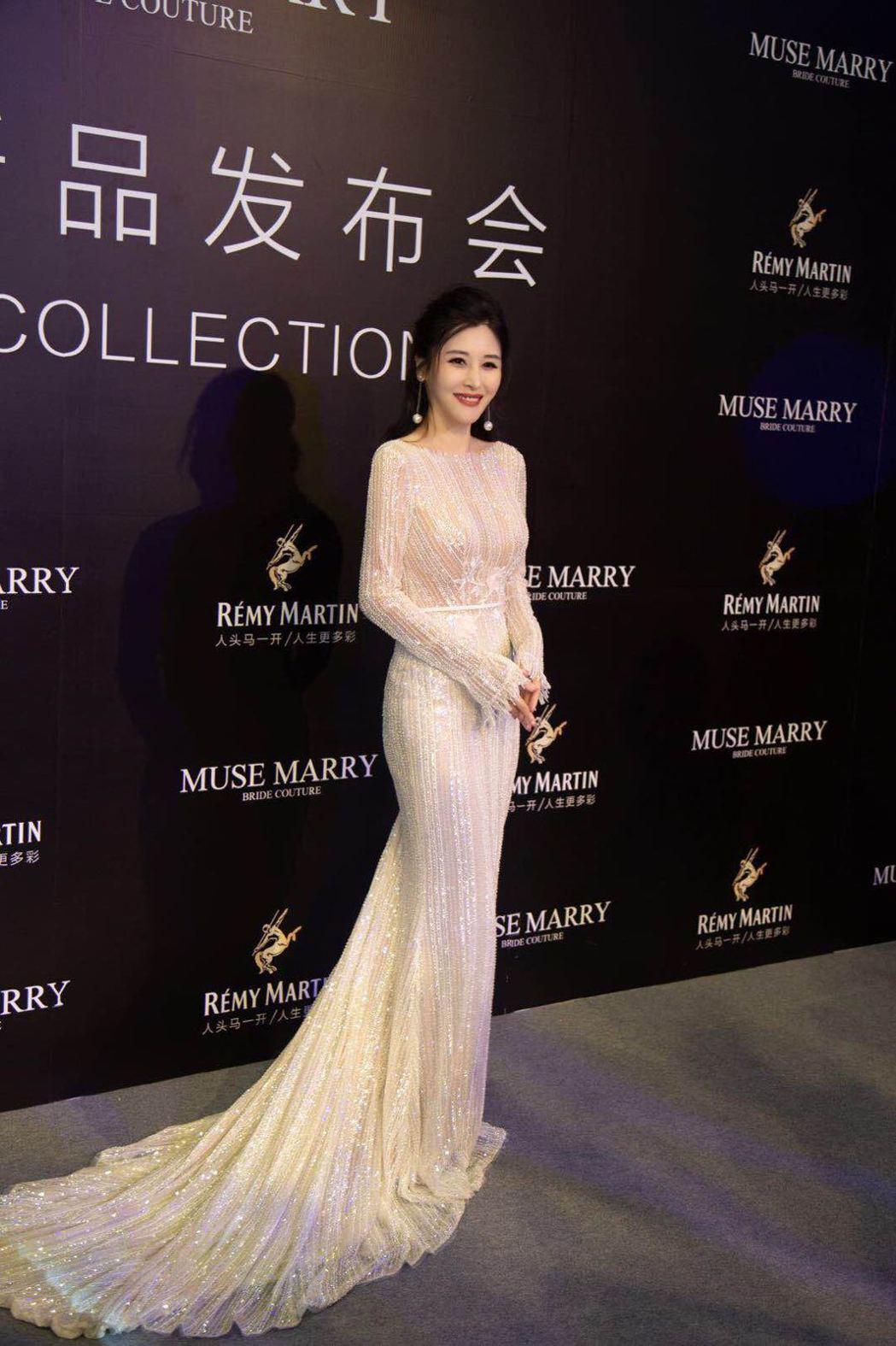 穆熙妍受邀出席深圳時裝秀。圖/年代娛樂提供