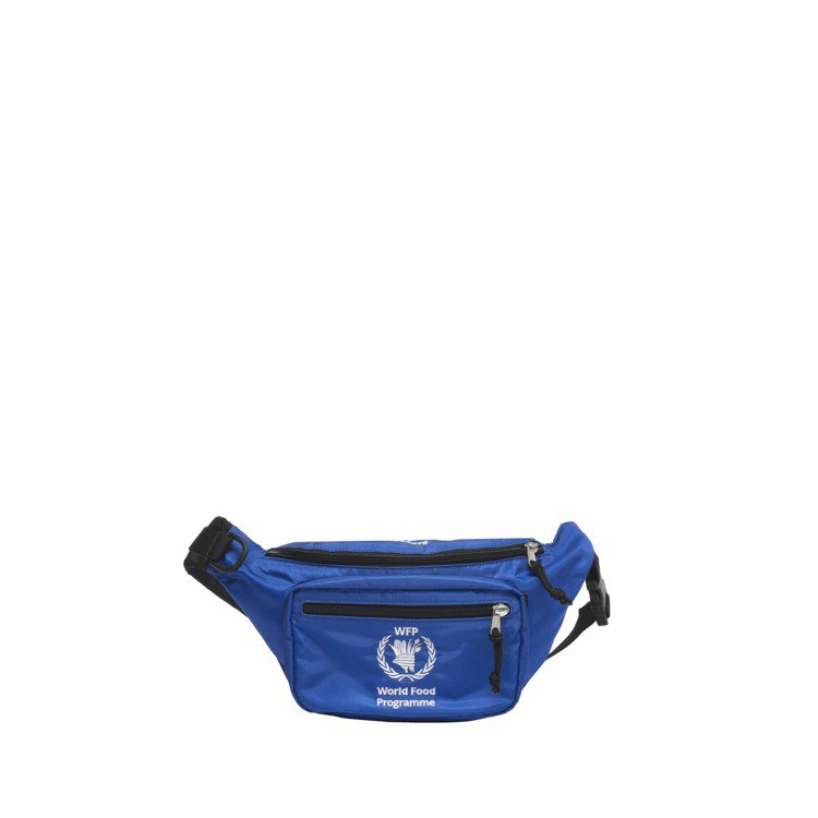 WFP藍色腰包,26,600元。圖/Balenciaga提供