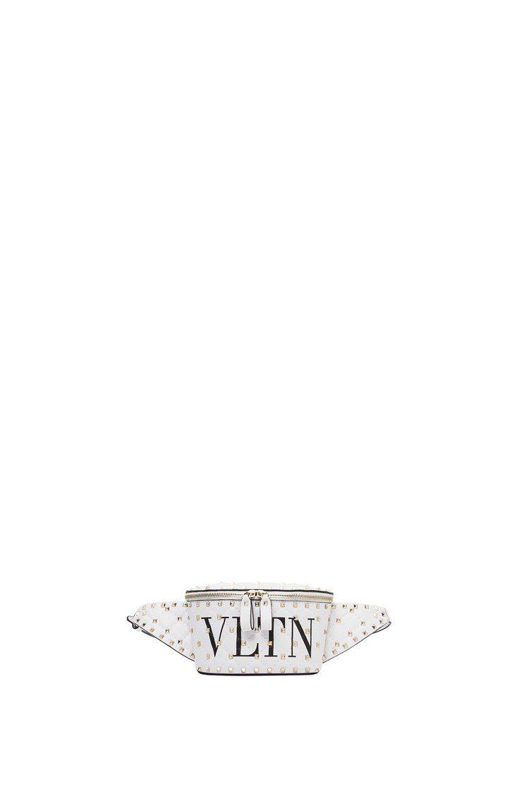 VLTN Logo鉚釘腰包,48,800元。圖/Valentino提供