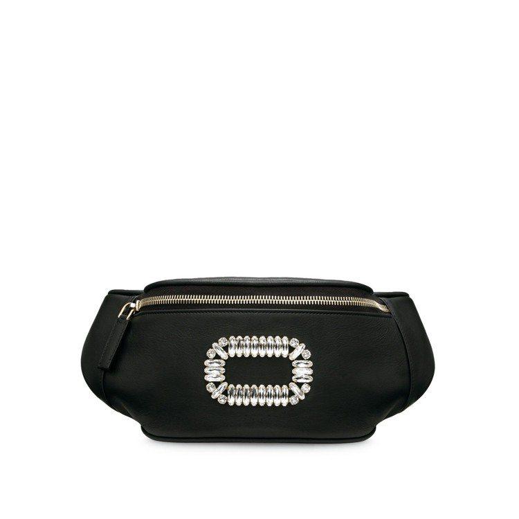 Roger Vivier水鑽釦飾腰包59,900元。圖/迪生提供