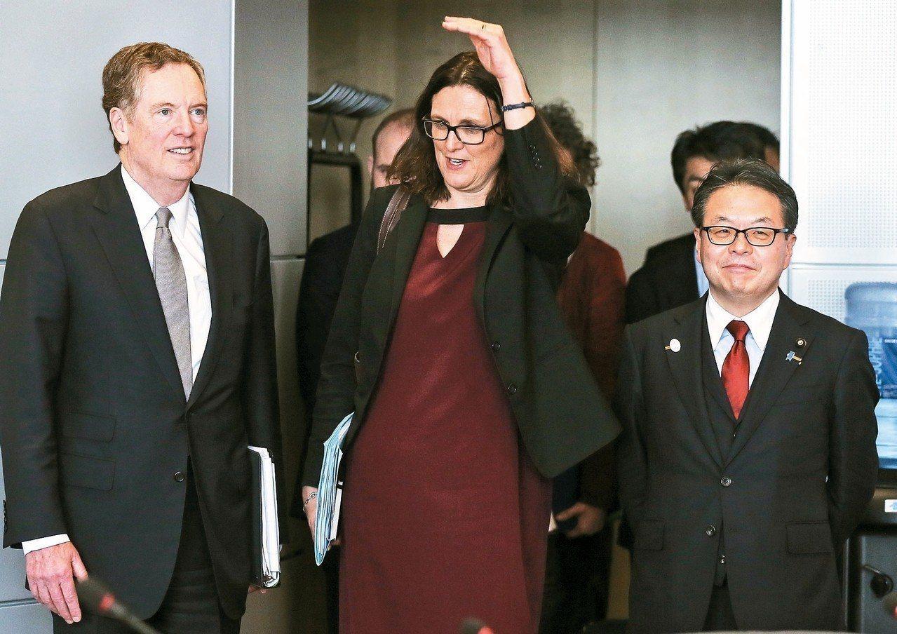 美國貿易代表賴海哲(左起)、歐盟貿易事務專員馬姆斯壯及日本經濟產業大臣世耕弘成,...