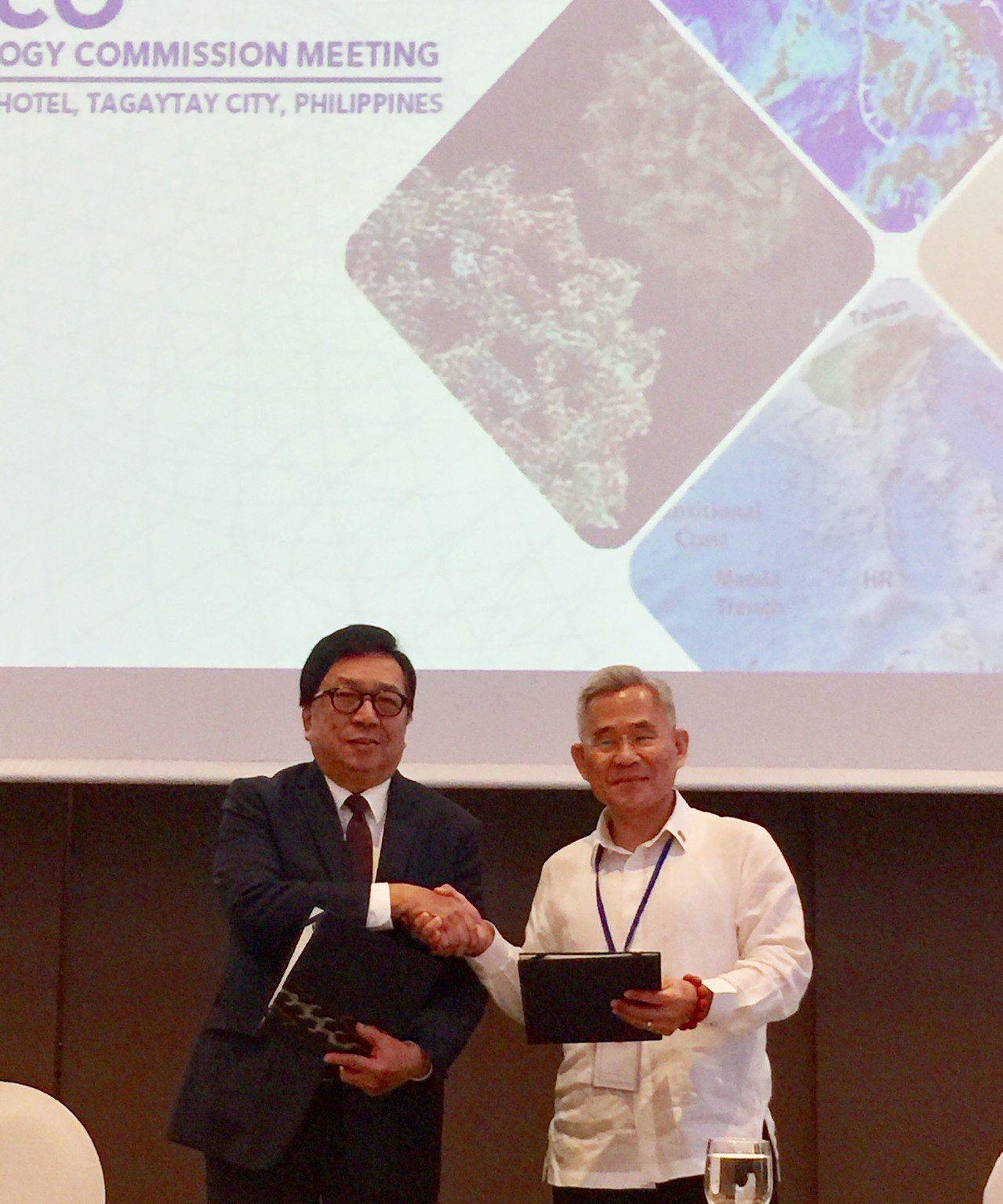第6屆台菲部長級科技會議24日在馬尼拉以南山城塔加泰市舉辦,會後中華民國駐菲代表...