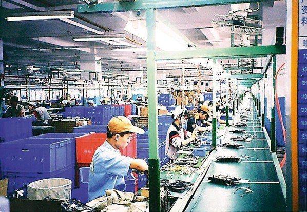 美中大打關稅戰,越來越多亞洲製造業者正準備將生產從中國轉移到其他地區。 報系資料...