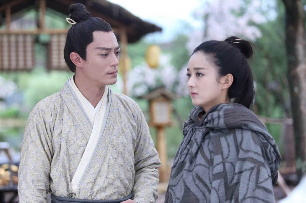 霍建華(左)與趙麗穎在「花千骨」中上演師生戀。圖/中天提供