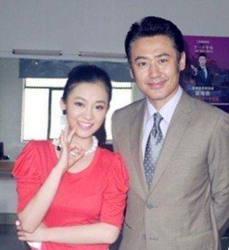 陳昱霖(左)2011年開心和吳秀波合影。圖/翻攝微博