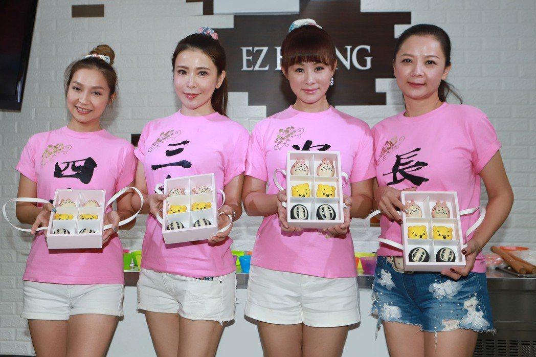 李珞晴(左起)、德馨、兵家綺、高欣欣中秋節做公益。圖/民視提供