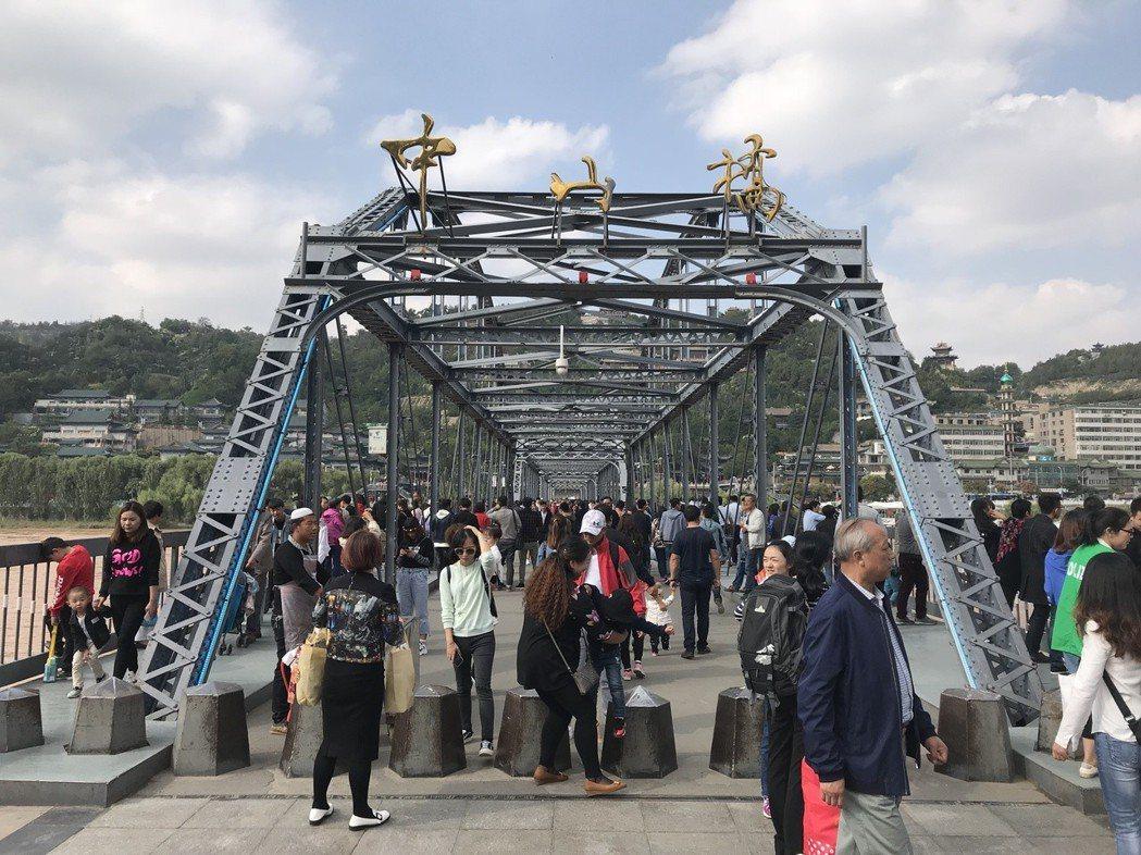 甘肅蘭州中山橋有「天下黃河第一橋」之稱,建造於1907年。如今已變成蘭州著名的旅...