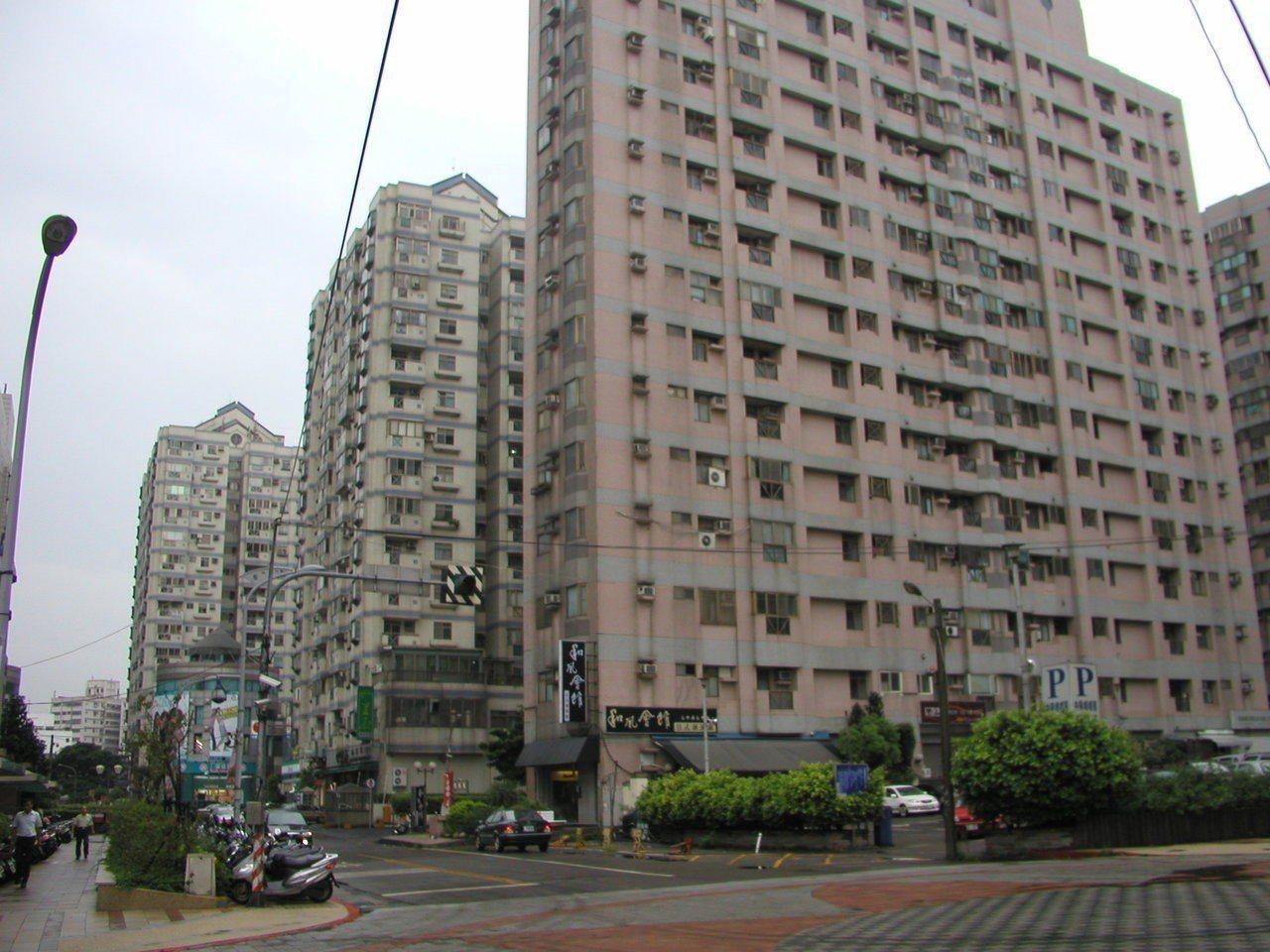 戶數多的大樓、尤其是小坪數的社區,不少是買來置產出租,租客品質不一、出入人口複雜...