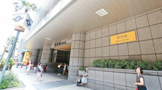 景安站今年前7月,交易達163件,是交易量最多的捷運站。 報系資料照