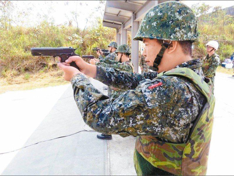 阿公級手槍換裝 國軍不厭舊設計 警察愛新款
