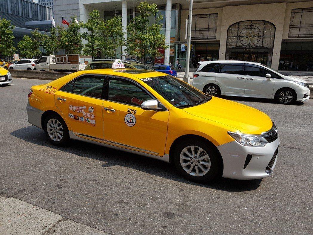 總統蔡英文宣布將推出「補助計程車汰舊換新」方案,擬針對車齡8年以上計程車可申請汰...
