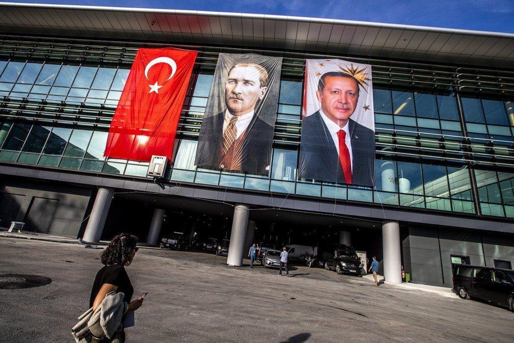 「伊斯坦堡新機場」對土耳其國內的經濟或就業市場,或是提升土耳其在國際上的樞紐地位...