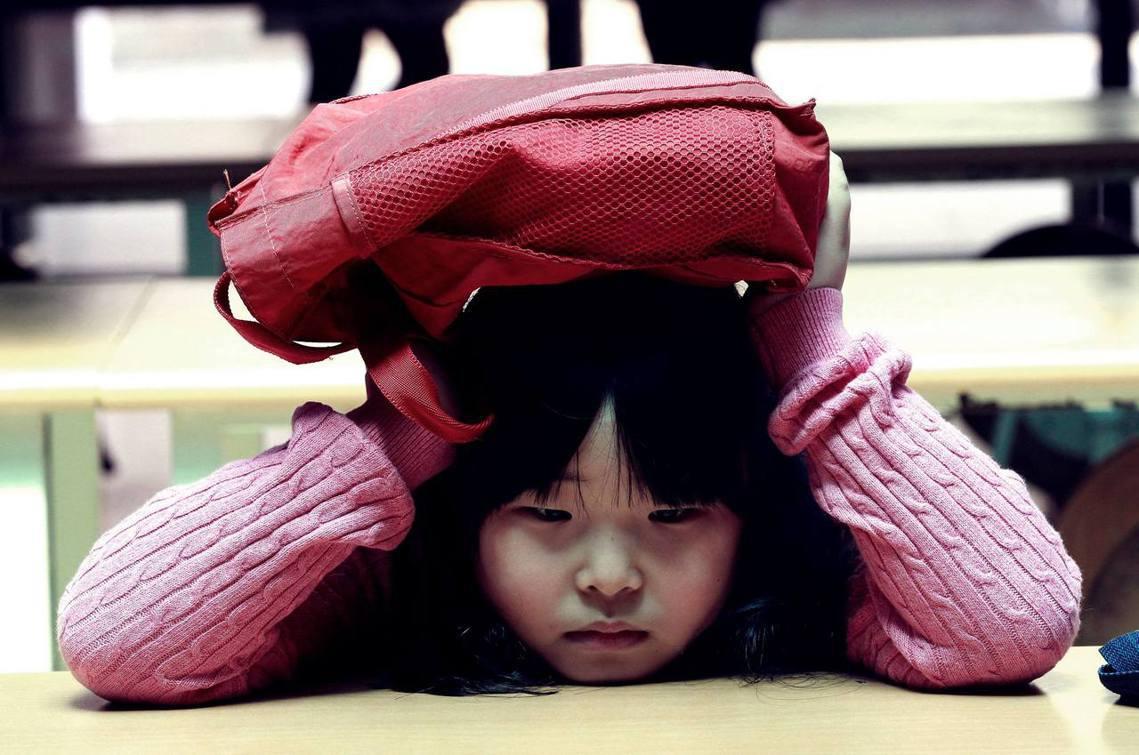 南韓校園暴力正邁向低齡化的危機事態。圖為南韓小學生示意圖,非當事人。 圖/美聯社
