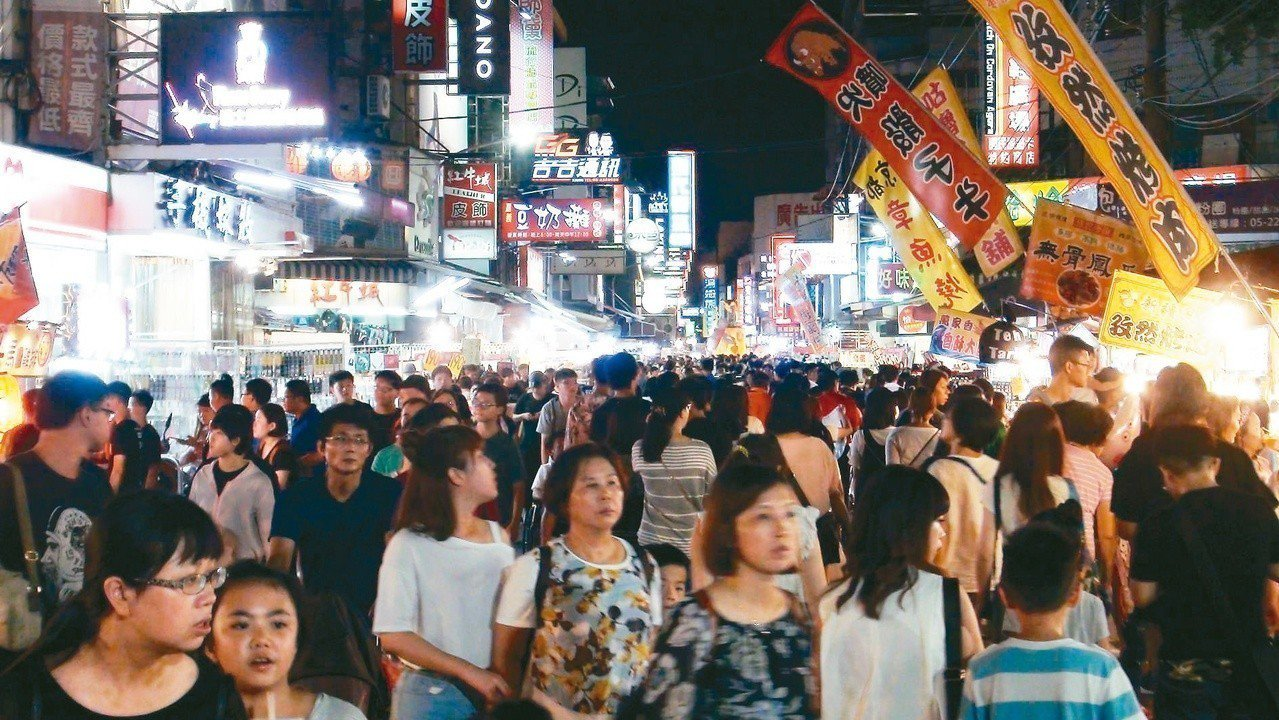 嘉義文化路觀光夜市。 圖片來源/聯合報系 記者王慧瑛攝影