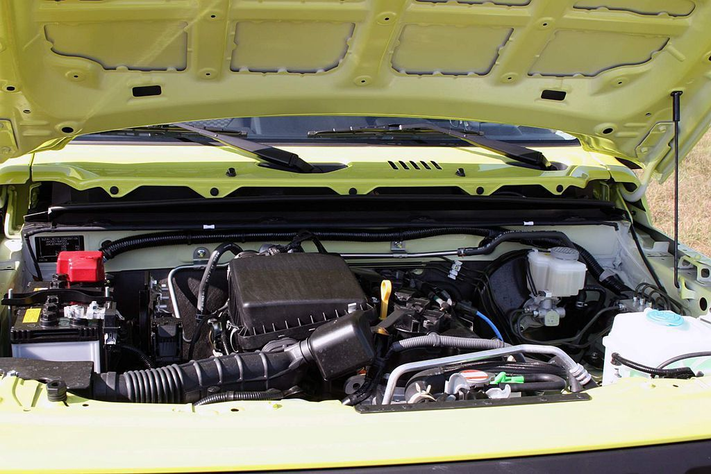 歐規車型動力來自1.5L自然進氣引擎,具備102ps最大馬力及13.3kgm峰值扭力輸出,並提供5速手排與4速自排可選。 圖/Suzuki提供