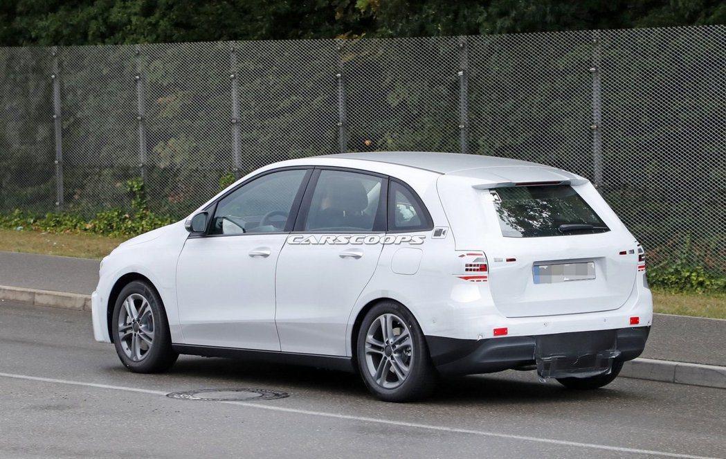 新世代Mercedes-Benz B-Class測試偽裝車。 摘自Carscoops