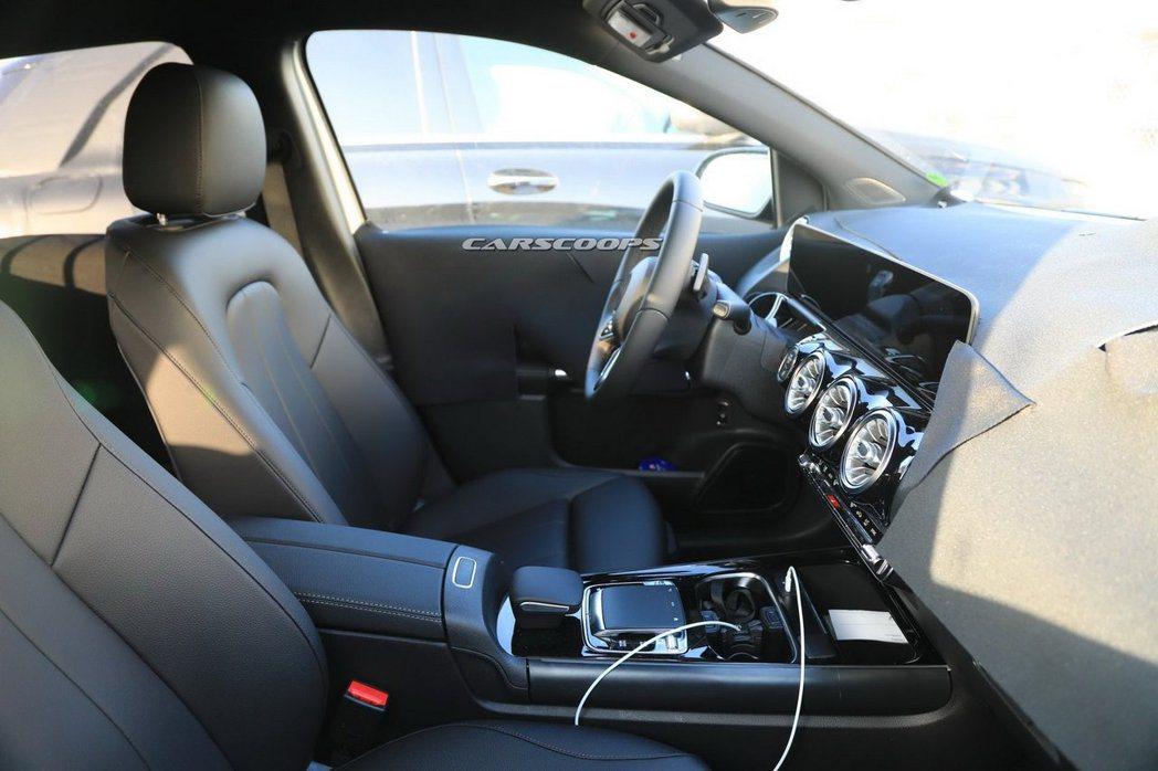 新世代Mercedes-Benz B-Class無偽裝內裝照。 摘自Carscoops