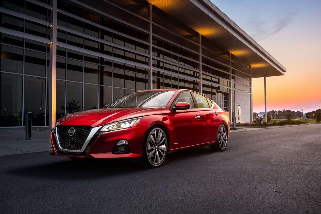 新世代的Nissan Altima用了許多大膽的線條吸引年輕族群。 摘自Nissan