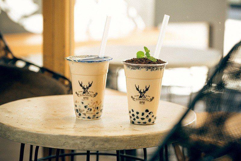 盆栽タピオカミルクティー(盆栽珍珠奶茶)¥648/M杯(右)/以盆栽為主題,濃厚...
