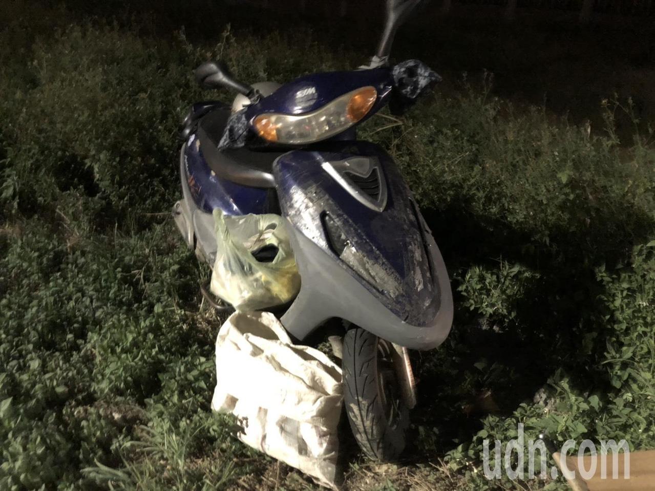 洪阿嬤每天獨自騎著機車到復興山區挖竹筍。記者曾健祐/攝影