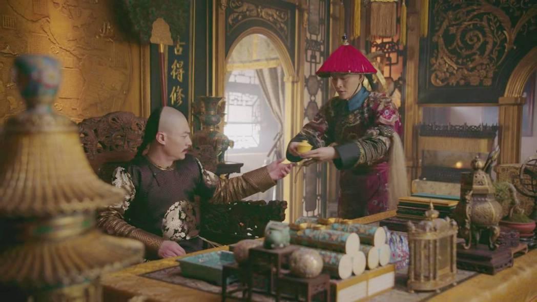 黃宥明(右)與霍建華在「如懿傳」中有許多對手戲。圖/截圖自愛奇藝台灣站